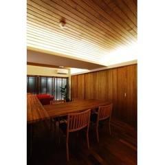 Salle à manger de style  par 辻史彰建築研究所, Moderne