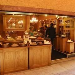 Ambiance Style Cottage: Locaux commerciaux & Magasins de style  par Antic design