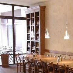 Ambiance Style Cottage: Restaurants de style  par Antic design