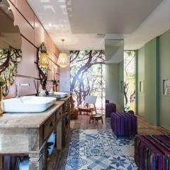 BANHEIRO FEMININO - CASA COR SP 2015: Banheiros  por Orlane Santos Arquitetura