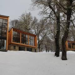 Las Murras  - Las Pendientes - Patagonia Argentina: Hoteles de estilo  por Aguirre Arquitectura Patagonica