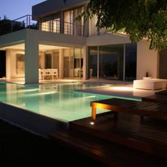 Pool by PARQUEARTE  Piscinas como iconos de diseño., Minimalist