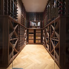Wine Cellar in American black walnut designed and made by Tim Wood Ruang Penyimpanan Wine/Anggur Gaya Skandinavia Oleh Tim Wood Limited Skandinavia