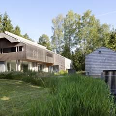 Seeansicht mit Bootshaus:  Häuser von architekt stephan maria lang
