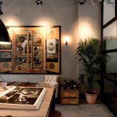 Garage Loft: eclectische Eetkamer door BRICKS Studio