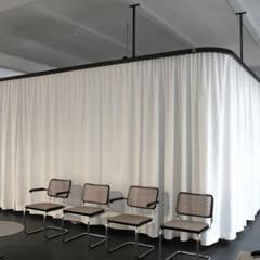 Wartebereich:  Praxen von DARC Architects // Darmawan Architekten