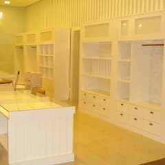 Loja Novitá Cama, Mesa e Banho: Lojas e imóveis comerciais  por Carla Pagotto Arquitetura e Design Interiores