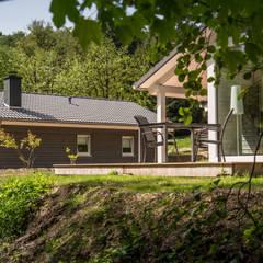Ökologische Holzhäuser mitten in unberührter Natur:  Fenster von Ferienhaus Lichtung       im grünen Herzen Deutschland