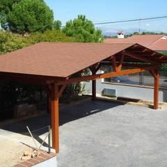 Cobertizos de estilo  por Pergomadera Pérgolas y Porches de madera