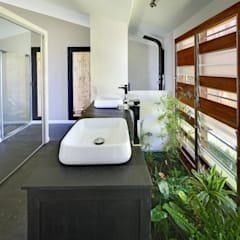 villa PAVARD: Salle de bains de style  par T&T architecture