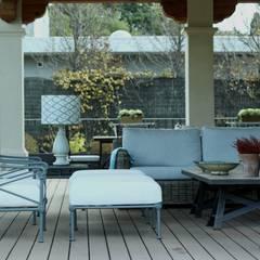 estar porche: Jardines de invierno de estilo  de La Californie