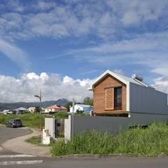 ECOLOGIA: Maisons de style  par T&T architecture