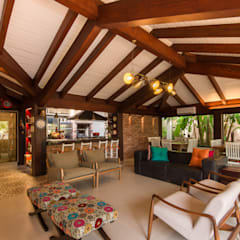 Terrace by Camila Tannous Arquitetura & Interiores, Eclectic