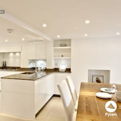 Gloss lacquered London kitchen:  Kitchen by Pyram
