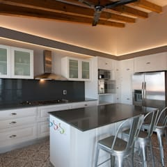 Kitchen by kababie arquitectos