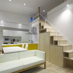 Living room by 那波建築設計 NABA architects, Modern