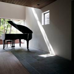Ruang Multimedia oleh 松岡淳建築設計事務所, Modern
