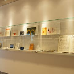 Vitrina Biblioteca Enric Bricall.: Escuelas de estilo  de Morgui Súnico