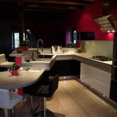 Une cuisine remise au goût du jour: Cuisine de style de style Moderne par Atelier Cuisine