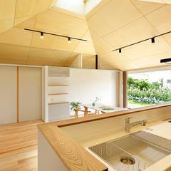 大きな屋根のいえ 北欧デザインの キッチン の 株式会社ミユキデザイン(miyukidesign.inc) 北欧