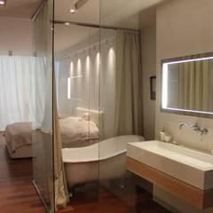 Bathroom by Orlova Home Design, Minimalist