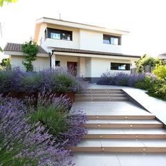 Red Grass: Jardines de estilo  de Estudio de paisajismo 2R PAISAJE