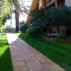 Jardines de estilo  por Estudio de paisajismo 2R PAISAJE,