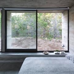 CASA WEIN: Dormitorios de estilo  por Besonías Almeida arquitectos