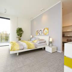 Hausentwurf Wuppertal: moderne Schlafzimmer von OKAL Haus GmbH