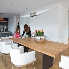 Hausentwurf Herausragende Kuben:  Esszimmer von OKAL Haus GmbH