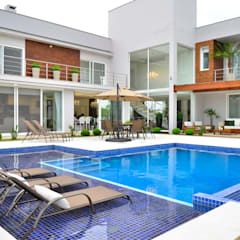 Pool by Marcelo John Arquitetura e Interiores