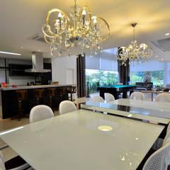 Dining room by Marcelo John Arquitetura e Interiores
