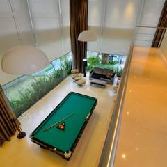 Residencia Unifamiliar Corredores, halls e escadas tropicais por Marcelo John Arquitetura e Interiores Tropical