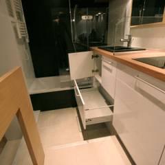 Studio malin de 16m2: Salle de bains de style  par atelier instant t
