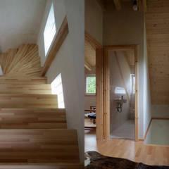 Zugang zum Dachgeschoss:  Flur & Diele von Andreßen Architekten