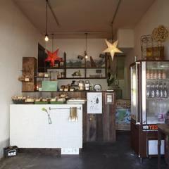 フランスパン屋KAISO: ロクサ株式会社が手掛けたオフィススペース&店です。,ラスティック