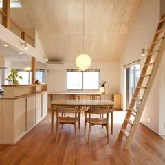 Living room by 光風舎1級建築士事務所,