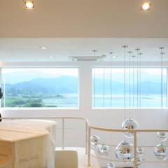 GALLERY HOUSE   미술가의 집: HBA-rchitects의  창문