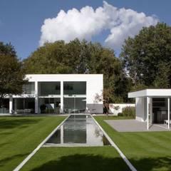 Anlage in der nähe Baden-Baden: moderner Garten von Paul Marie Creation