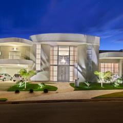 Casa Limeira: Casas modernas por Arquiteto Aquiles Nícolas Kílaris