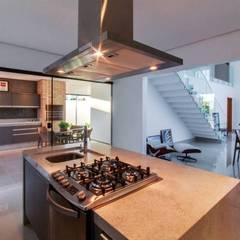 Nhà bếp by Tony Santos Arquitetura