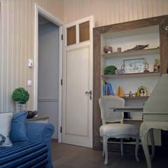 NG-Studio. Interior design of childroom in Beaulieu-sur-Mer.: Stanza dei bambini in stile  di NG-STUDIO Interior Design