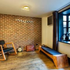Udesign Architecture – Levent Villa:  tarz Giyinme Odası