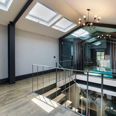 Udesign Architecture – Levent Villa: endüstriyel tarz tarz Yatak Odası