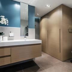 La residenza estiva - Design degli interni dell'apartamento sul Cote d'Azur: Bagno in stile  di NG-STUDIO Interior Design