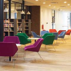 Rosebud Sessel von Vivero:  Bürogebäude von HELSINKI DESIGN