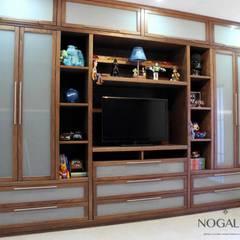 Closet para Cuarto Niños: Vestidores y closets de estilo moderno por Nogal 04
