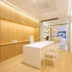 Oficinas y Tiendas de estilo  por felip polar