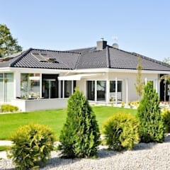 Maisons de plain-pied de style  par Abakon sp. z o.o. spółka komandytowa