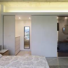 Vivienda en Villagarcía: Dormitorios de estilo  de Nan Arquitectos
